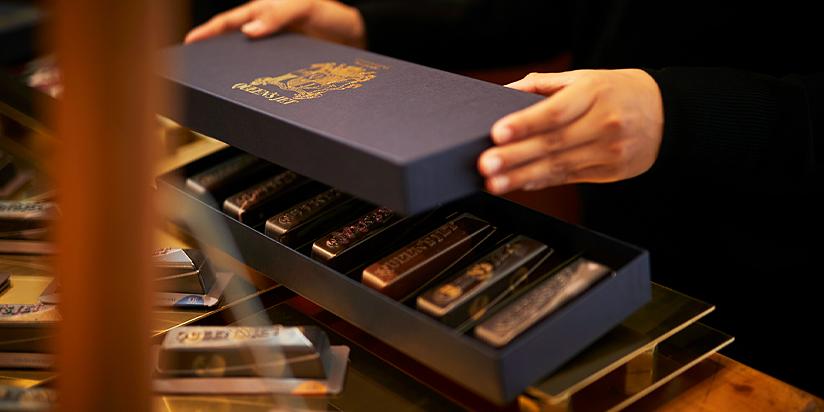Queen's jet シェルチョコレートケーキのギフトボックス